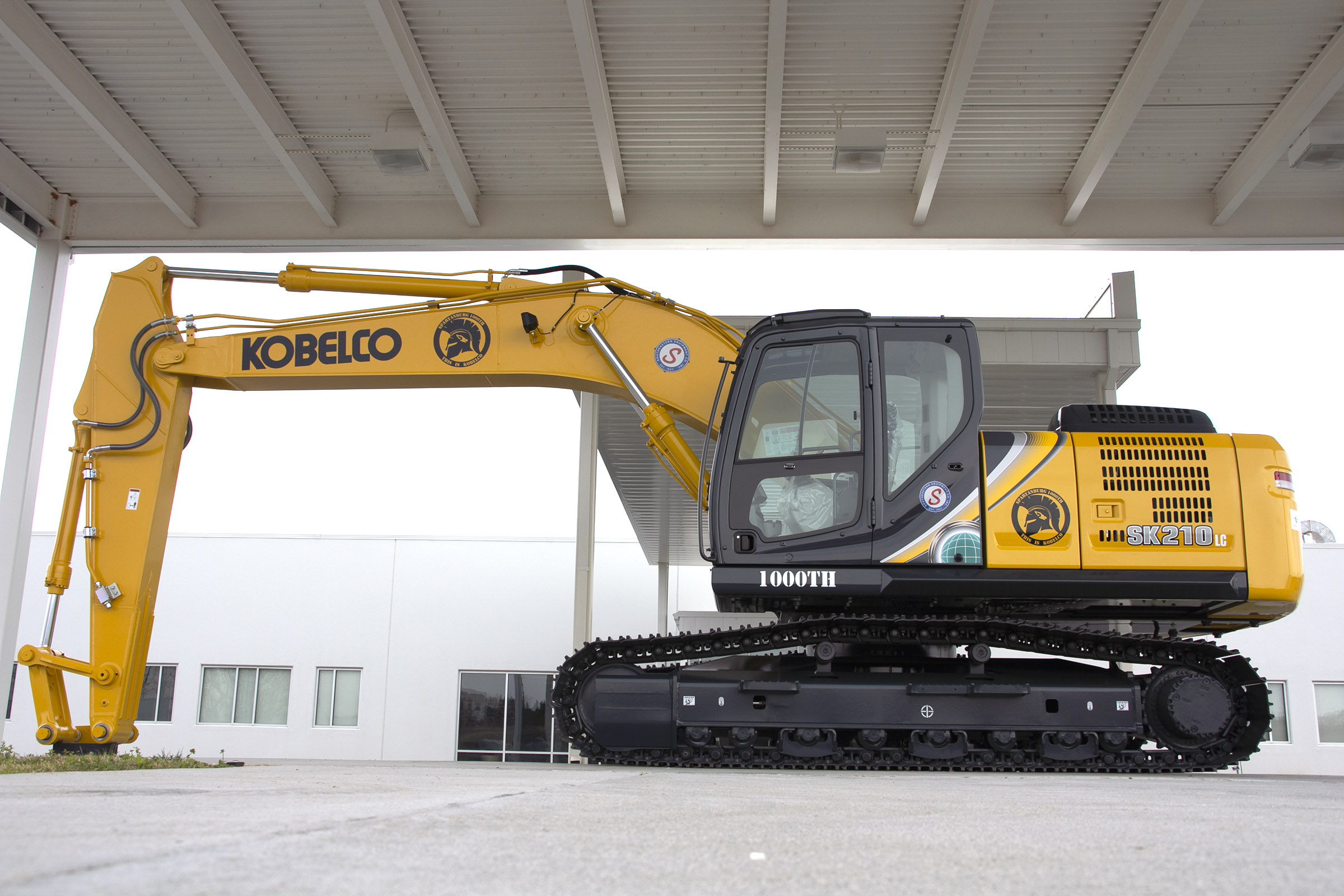 KOBELCO Celebrates Production Of 1000th Excavator At USA