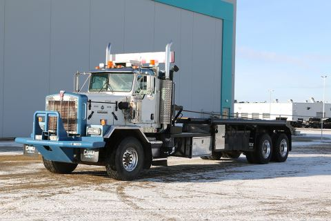 "2006 Kenworth C500B 340"" Day Cab Single Steer Tandem Drive Bed Truck"