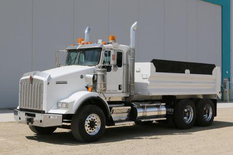 2014 Kenworth T800 Tandem Axle Dump Truck
